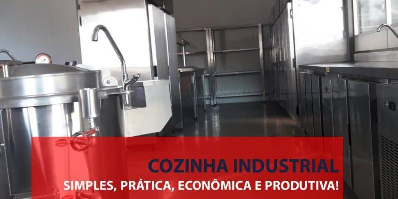 Cozinha industrial simples, prática e produtiva.